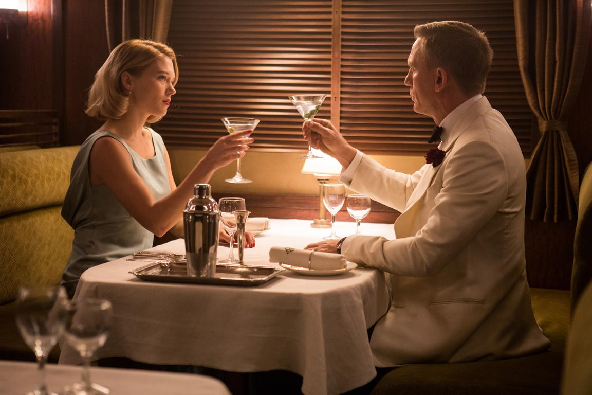 Bond und Swann sitzen im Zug in Spectre
